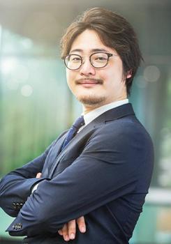 石井 遼介氏