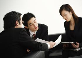 配転命令権の行使の有効性の判断が困難な場合(人事異動に応じず、従来の職場に出勤する社員への対応)