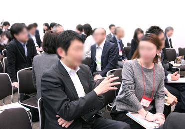 会場の参加者のダイアログ風景