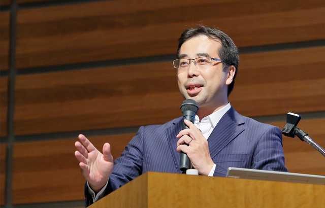 経済産業省 商務情報政策局 ヘルスケア産業課長 西川和見氏による講演の様子