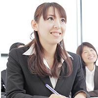 新入社員研修では、社会人として最低限必要なマナー・知識・スキルの習得を目的としている