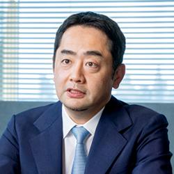 高橋信也さん(株式会社マネジメントソリューションズ 代表取締役社長兼CEO<br /> ):<br /> プロジェクトの水先案内人となり、組織の本質的な成長へ導く<br /> 日本の停滞を打開するマネジメントソリューションズのPMO