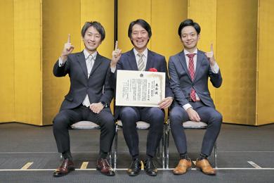 「HRアワード 2017」表彰式での共同発起人の三人