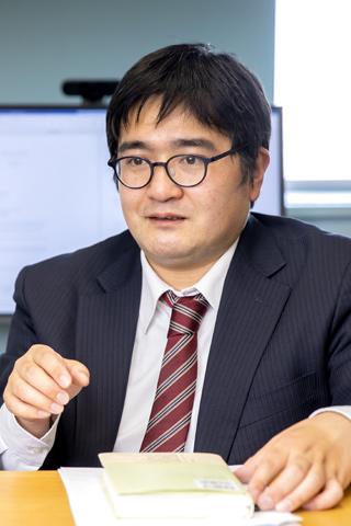 川上淳之さん(東洋大学 経済学部 経済学科 准教授) インタビュー風景