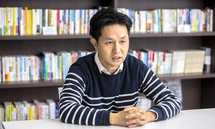 山野美容芸術短期大学特任教授 新井卓二さん インタビュー風景