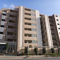 独身寮の運営に関する最新実態 独身寮の使用料は社有1万1302円、借り上げ1万2181円