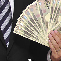 本誌特別調査 2017年役員報酬・賞与等の最新実態(労務行政研究所) 社長の年収は4441万円。社外取締役の年間報酬の平均額は643万円