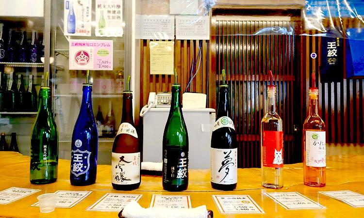 途中で訪れた市島酒造で試飲用の全種類をいただきます。