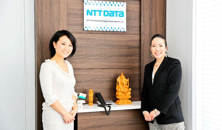 写真左 小野田芳枝さん、右 株式会社スペースデザイン 営業部 廣石翠さん