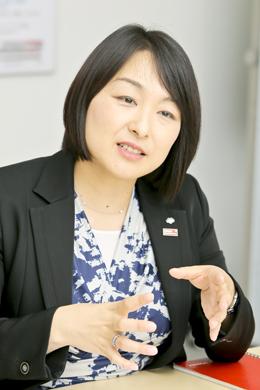 東由紀さん Photo